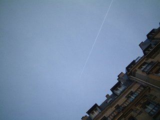 パリで見た飛行機雲
