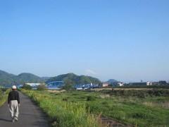 付近を流れる狩野川から富士山が見える