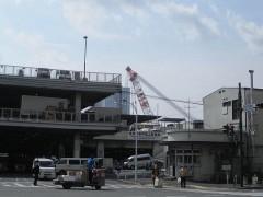 築地市場の後ろにクレーン船