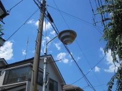 ふと見上げると、懐かしい感じの街路灯