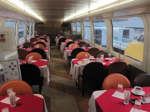 2階建て新幹線の食堂車