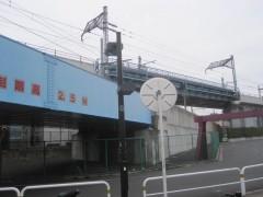 線路が錯綜する駅前