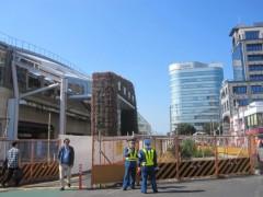 駅前再開発工事が続く