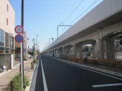 まっすぐ続く高架橋…かつては下の道路を線路が通っていた