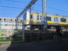 zZdmqcbO4FoJJKnq.jpg三鷹駅に到着する各駅停車