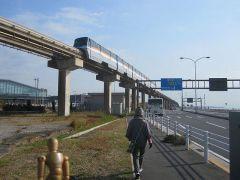 東京モノレールと並行に歩く