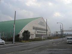 特徴ある屋根の建物が多い1