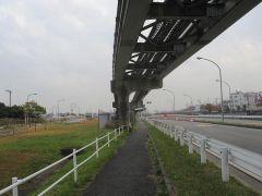 ふたたび東京モノレール沿いを歩いて…