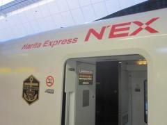 エンブレムは付けてるけど、Naritaの文字はそのまま
