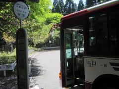 バスで東塔地区へ