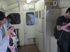 巨大な冷房装置が車内の一部を占める
