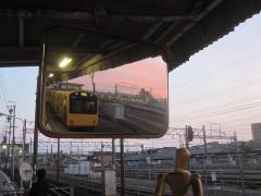 折り返しの発車を待つ電車