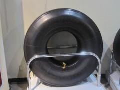 タイヤも巨大(A380型用のタイヤ)
