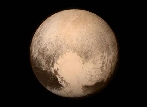 これが冥王星…