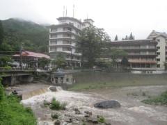 雨で四万川が増水