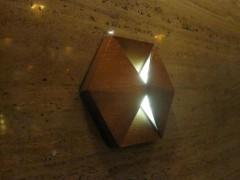 階段踊り場にある特徴的な六角形