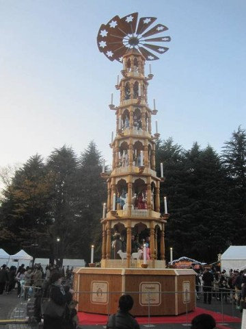 高さ14mのクリスマスピラミッド