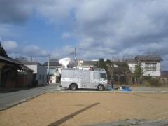 駅前にはテレビの中継車が止まっていた