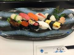 お寿司をいただきます