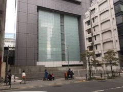 JR東日本本社ビルの真裏に…