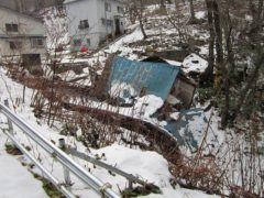 雪に耐えられない建物も多い