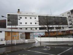 市役所併設の建物は閉鎖