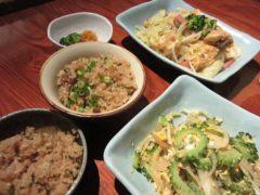 夕食はやっぱり沖縄料理で…