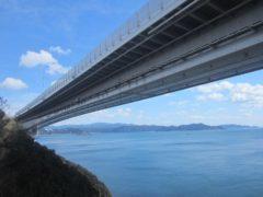 橋の巨大さを実感できる