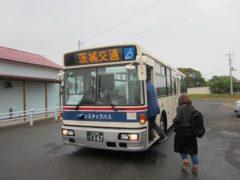 無料のシャトルバスに乗り換え