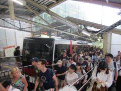 大混雑の箱根登山ケーブルカー