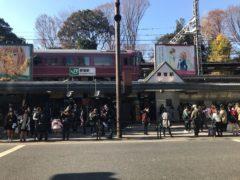 原宿駅上をお座敷列車「宴」が通る