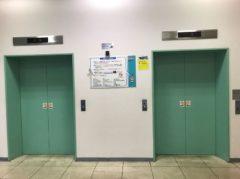 2機のエレベーター