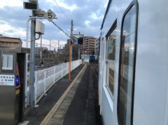 上り列車と交換待ち合わせ