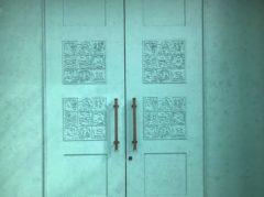 この門扉も作品の一部