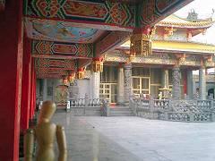まるで台湾のお寺にいるよう
