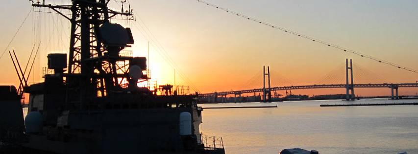護衛艦たかなみと横浜ベイブリッジ