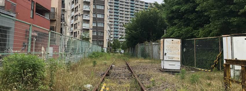線路の向かう先はマンションに…