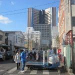 築地にある国立がんセンター中央病院(奥の建物)