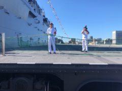 甲板へ出た