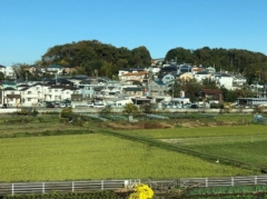 都市と田園風景が交錯する