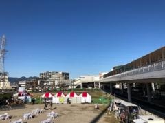 ずっと向こうにJR海老名駅