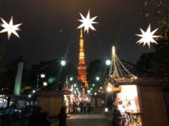 東京タワーに向かって店が並ぶ
