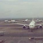 ずらりと並ぶ飛行機