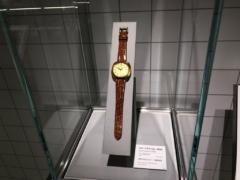 世界初のクォーツ腕時計