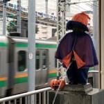 通過する東海道線もどこかハロウィン