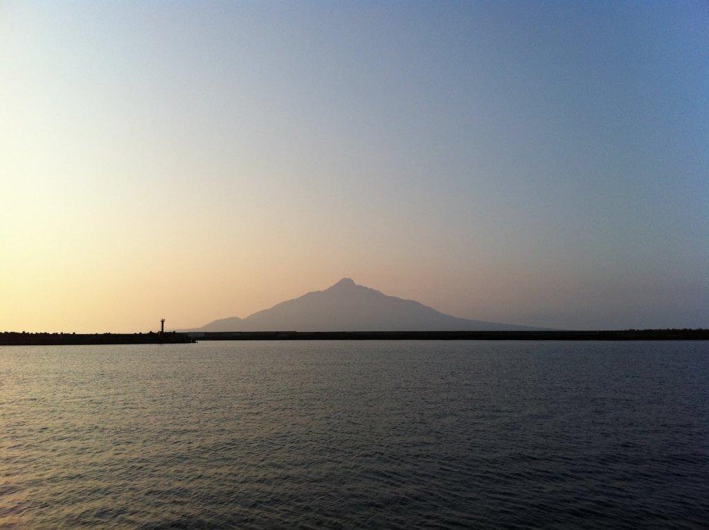 この写真は北海道礼文島の朝(2011年8月)